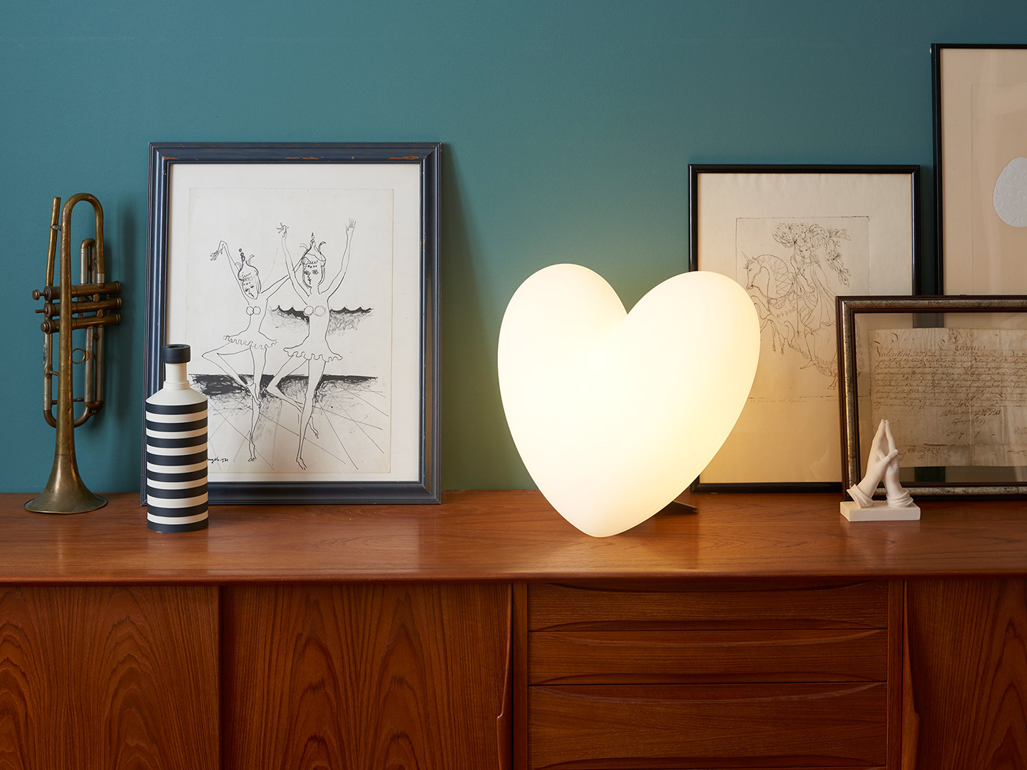 love-table-lamp